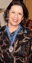 """Profa. Ilka Boaventura receberá Medalha do Mérito Cultural """"Cruz e Sousa"""""""